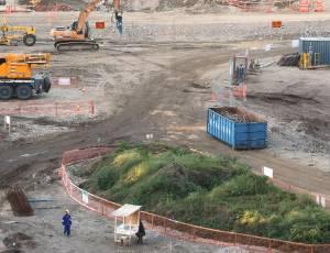 Área do campo do estádio do Maracanã durante as obras para a Copa de 2014; reforma não vai parar