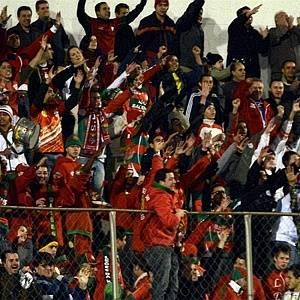 Torcida da Portuguesa incentiva a equipe durante jogo contra o Americana (26/07/2011)