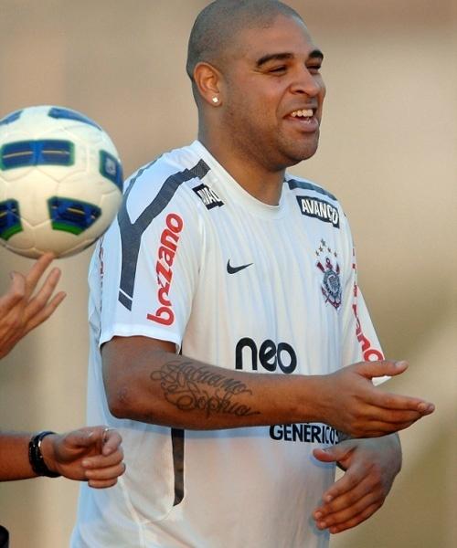 Adriano, atacante do Corinthians, em treinamento no CT Joaquim Grava (23/06/11)