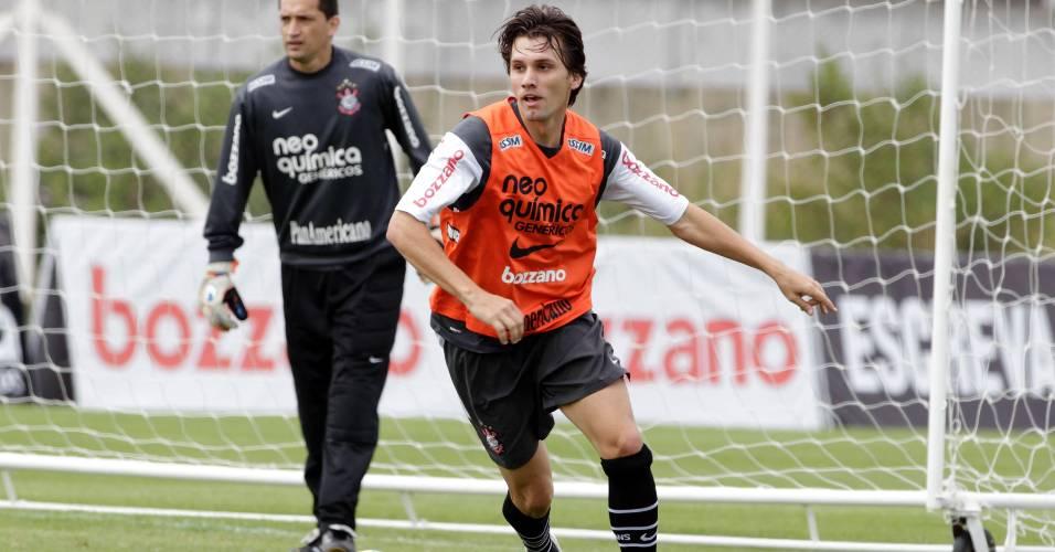 Paulo André durante treino do Corinthians em 2010