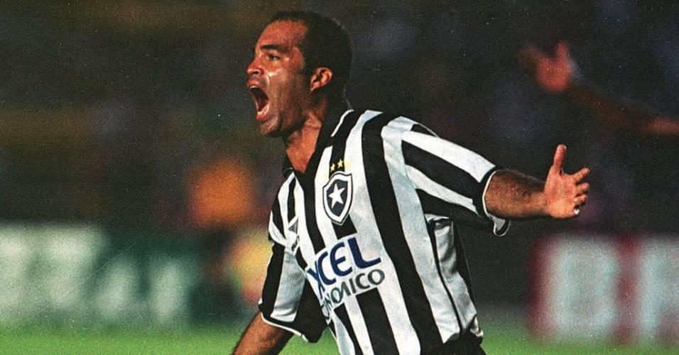 Gonçalves comemora um gol pelo Botafogo