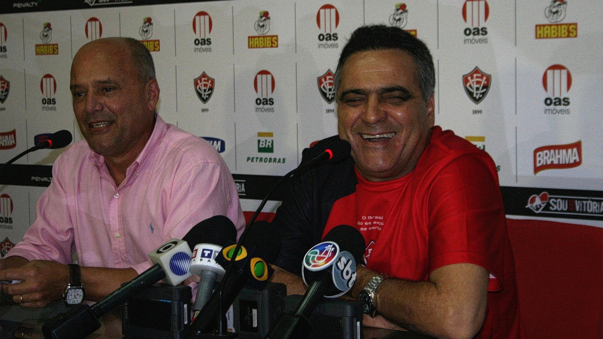 Ao lado do diretor Newton Drummond, Vágner Benazzi é apresentado como novo técnico do Vitória (03/08/2011)