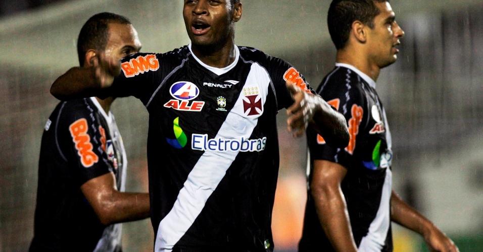 Dedé comemora o segundo gol do Vasco na vitória sobre o Santos (04/08/2011)
