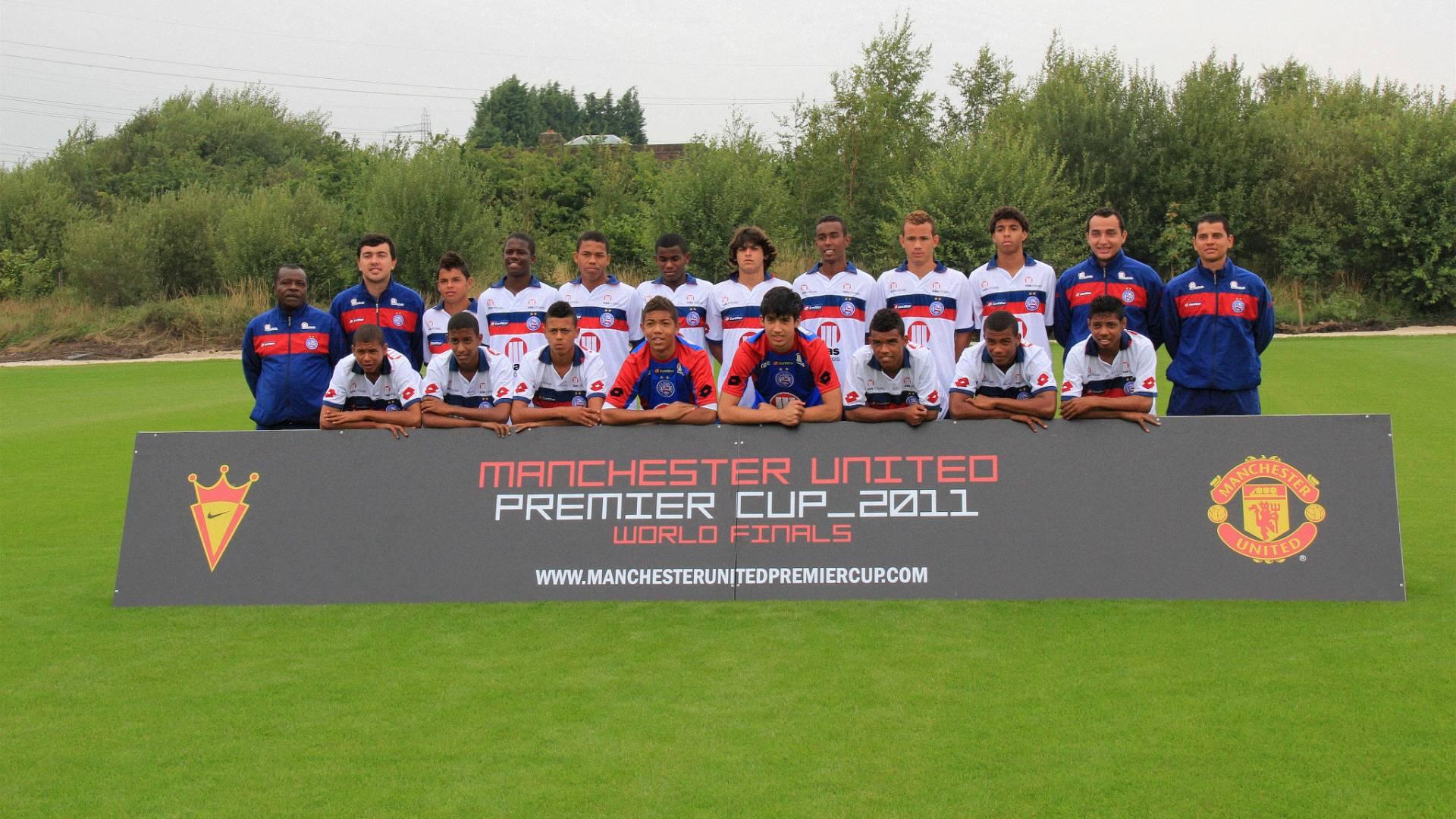 Equipe sub-15 do Bahia posa para foto durante torneio realizado na Inglaterra (03/08/2011)