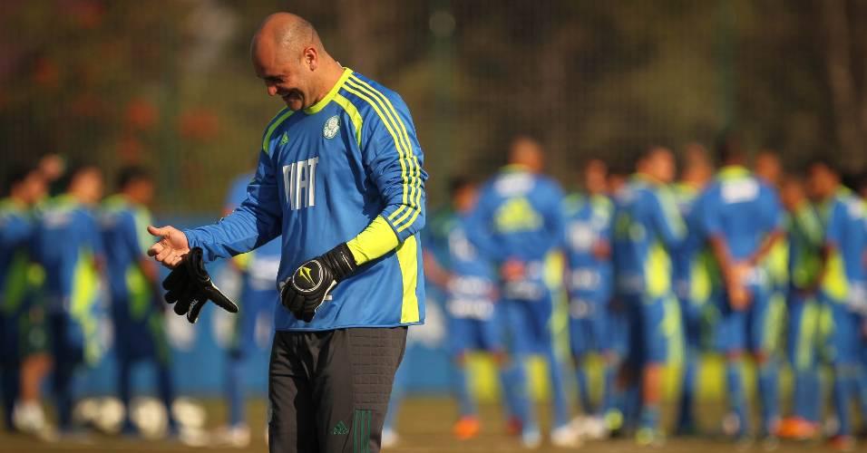 Goleiro Marcos é fotografado durante treino do Palmeiras (17/06/2011)