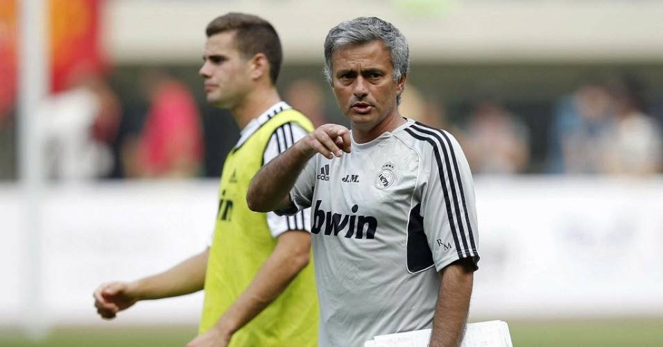 O treinador José Mourinho comanda treino do Real Madrid na China (04/08/2011)
