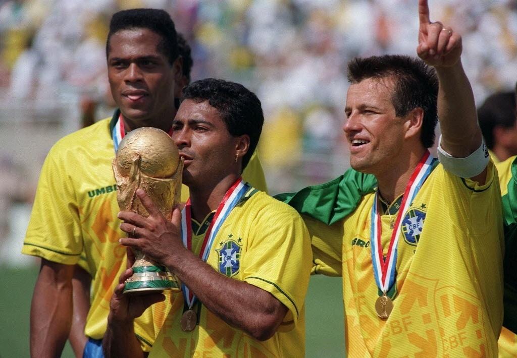 Ronaldão com Romário e Dunga na festa do tetra na Copa dos EUA