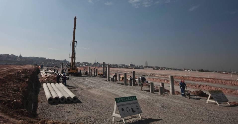 Placas pelas obras do futuro estádio do Corinthians ressaltam a preocupação com a segurança dos operários (05/08/11)