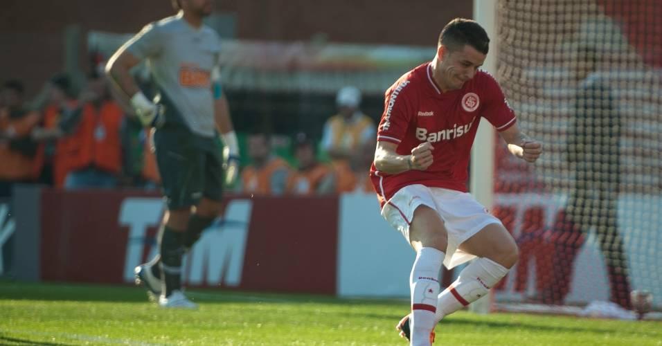 D'Alessandro vibra com gol marcado de pênalti contra o Cruzeiro (07/08/11)