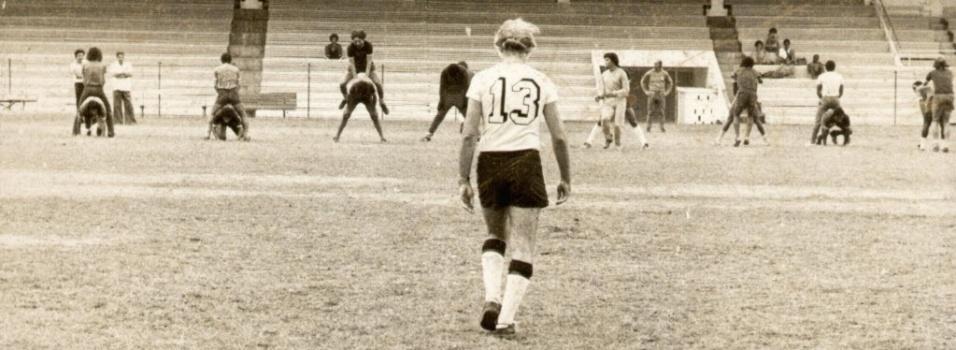 Com a camisa 13, técnico Zagallo comanda treino do Botafogo em 1975