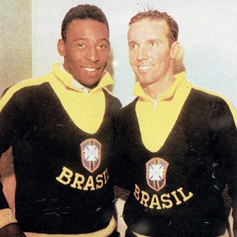 Pelé e Zagallo, na época em que eram jogadores, com uniforme da seleção brasileira