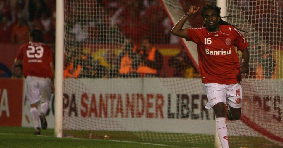 Tinga na partida contra o Chivas na final da Libertadores 2010 (18/08/2010)
