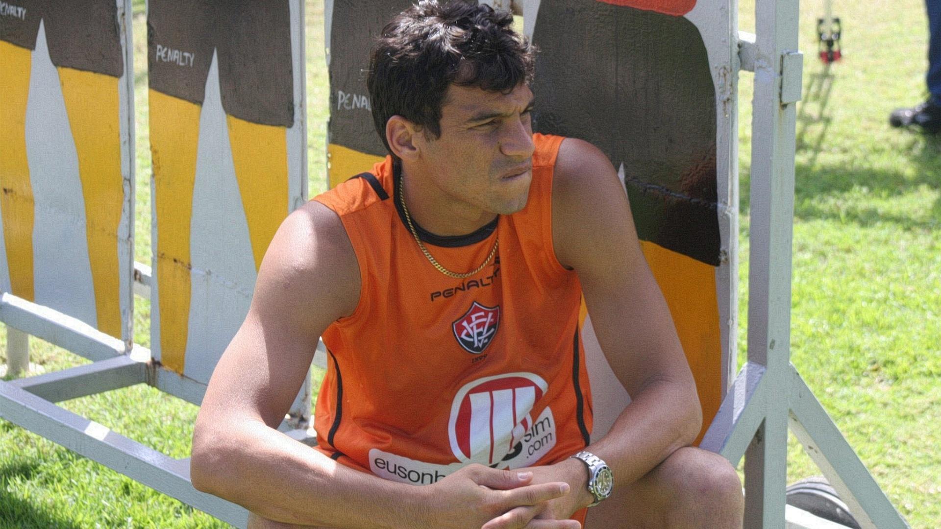 Neto Baiano, atacante do Vitória, durante treino na Toca do Leão