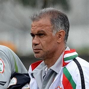 Técnico Jorginho e seu auxiliar, Anderson Lima, observam treino da Portuguesa (22/07/2011)