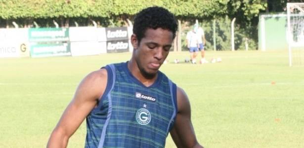 Atacante Wellington realiza primeiro treino pelo Goiás (12/08/2011)