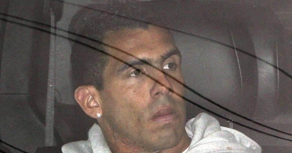 Carlos Tévez chega para o treino do Manchester City