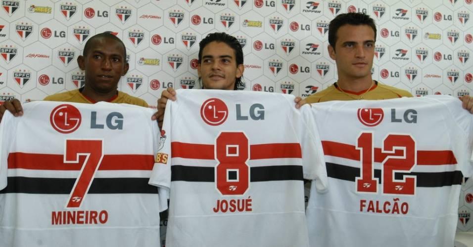 Mineiro, Josué e Falcão se apresentam no São Paulo, em 2005