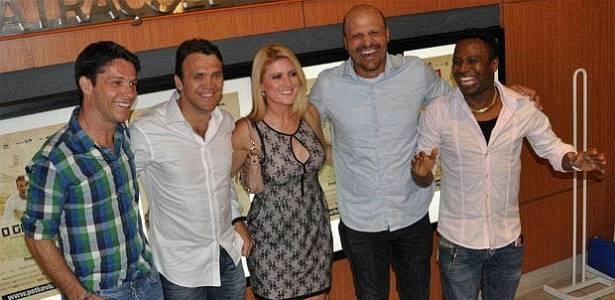 Petkovic reencontra os antigos companheiros de Vitória, Preto e Flávio Tanajura, além do 'capetinha' Edilson, durante lançamento do filme