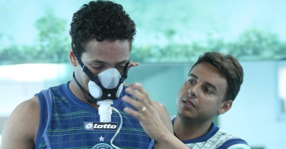 Wellington realiza exame médico antes de assinar contrato com o Goiás