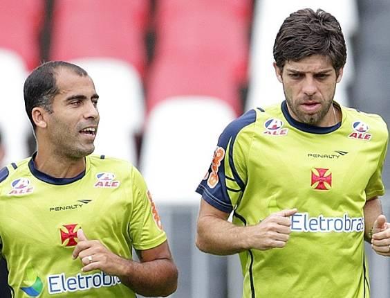 Felipe e Juninho Pernambucano se exercitam juntos em São Januário