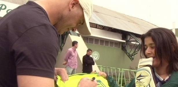 Fã do Palmeiras teve encontro com Marcos, mostrou tatuagens do Santo e ganhou autógrafo