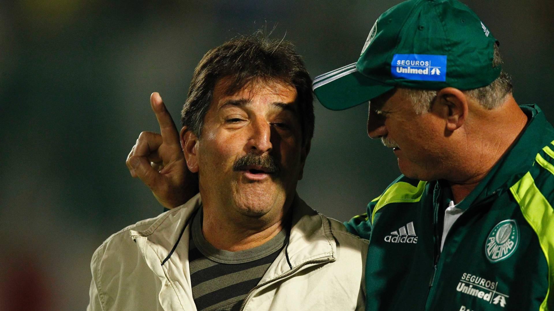 Felipão conversa com Renê Simões antes de jogo entre Palmeiras e Bahia (18/08/2011)