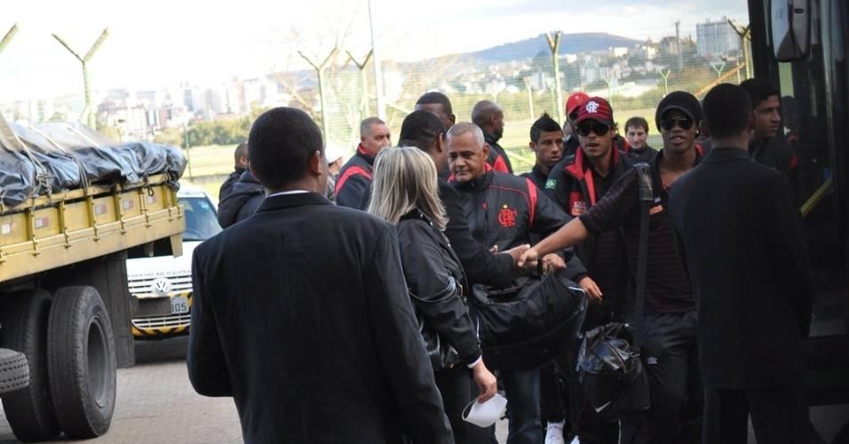 Ronaldinho Gaúcho chega a Porto Alegre com o Flamengo para jogo com Inter (20/08