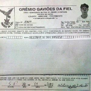 Ficha de inscrição de Kleber de 2001 é divulgada pela maior torcida organizada do Corinthians