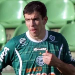 Volante Leandro Donizete é um dos sete jogadores do Coritiba pendurados por cartões amarelos