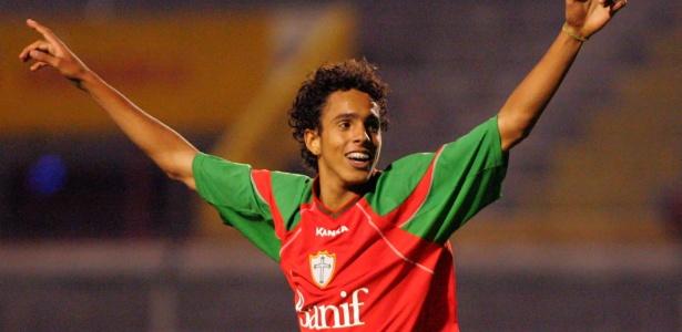 Atacante Diogo logo no início de carreira, defendendo a equipe da Portuguesa
