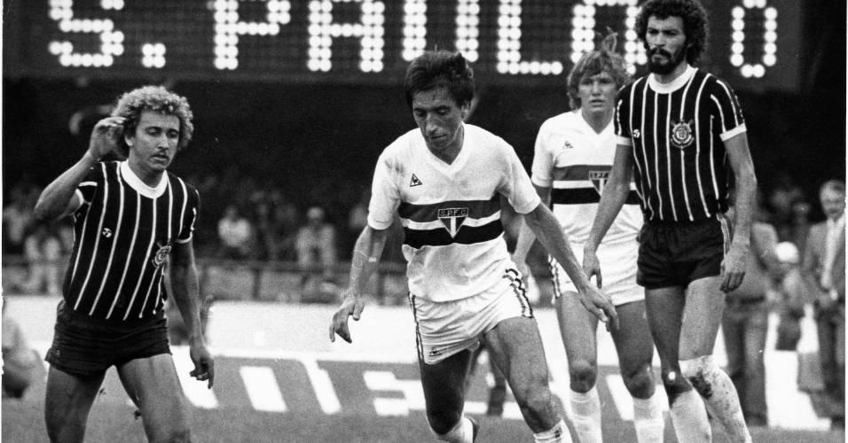 Sócrates e Marinho Chagas observam lance em clássico entre Corinthians e São Paulo