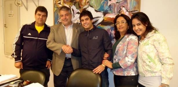 Henrique levou os familiares para assinar o novo contrato com o São Paulo