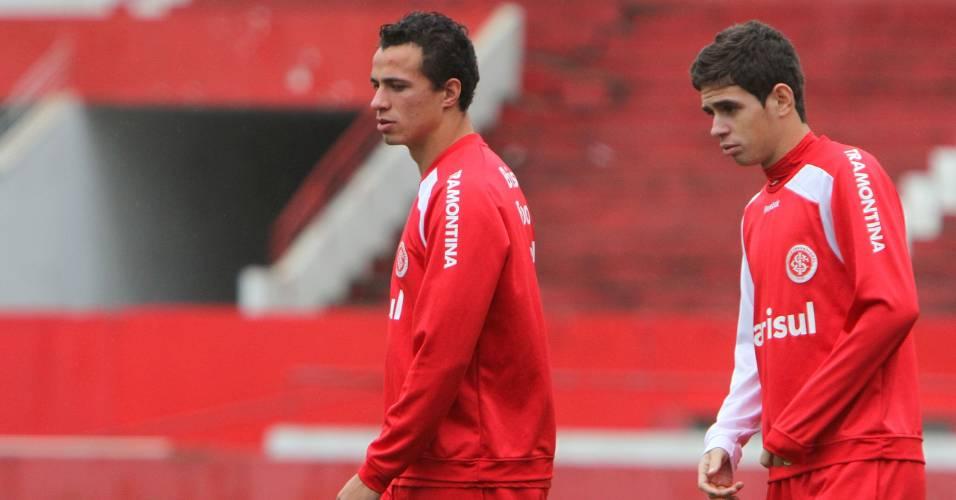 Leandro Damião e Oscar durante treinamento do Internacional (23/08/11)