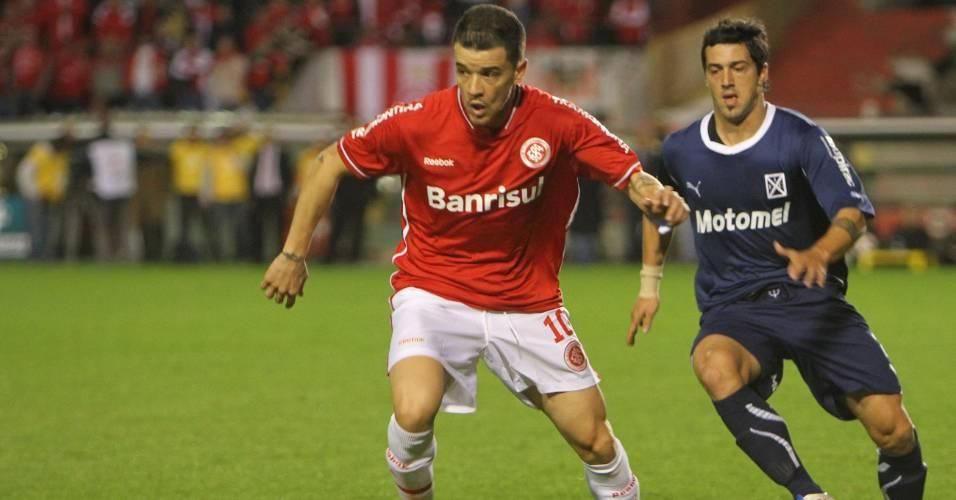 Meia D'Alessandro do Inter na partida contra o Independiente pela Recopa (24/08/2011)