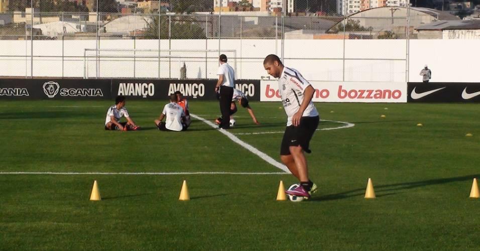 Adriano participa de treino do Corinthians (25/08/2011)