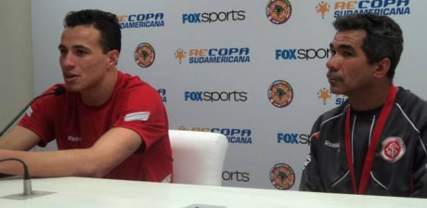 Leandro Damião e seu pai Natalino em entrevista coletiva ainda no Inter