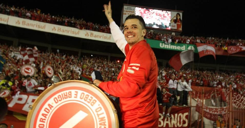 Meia D'Alessandro comemora título da Recopa Sul-Americana (24/08/2011)