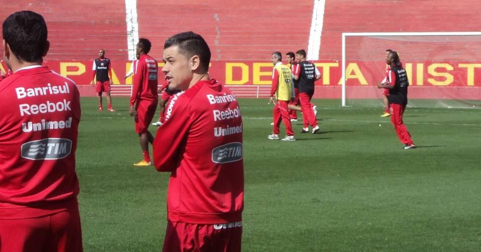 D'Alessandro, fora do Gre-Nal, vira técnico em treino recreativo do Inter (27/08/11)