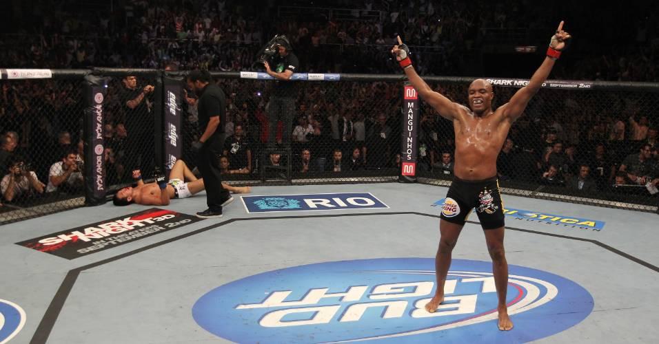 Anderson Silva comemora vitória no UFC Rio
