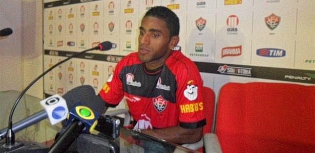 Richely é apresentado como novo atacante do Vitória (31/08/2011)