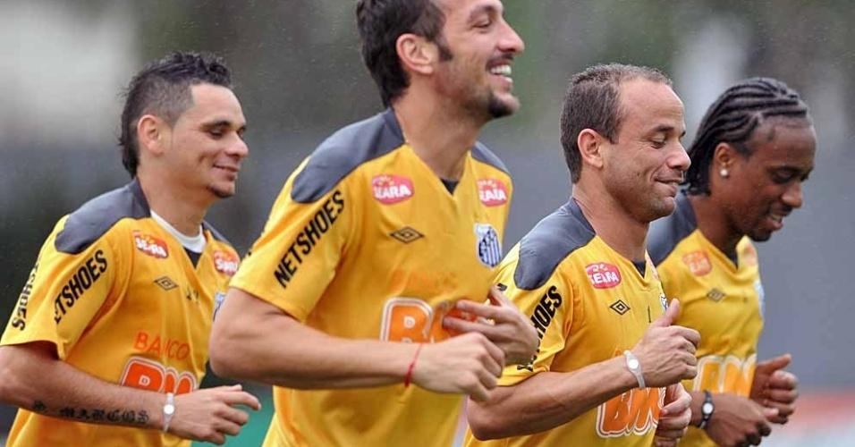 Pará, Edu Dracena, Léo e Arouca, realizam treino físico no CT Rei Pelé