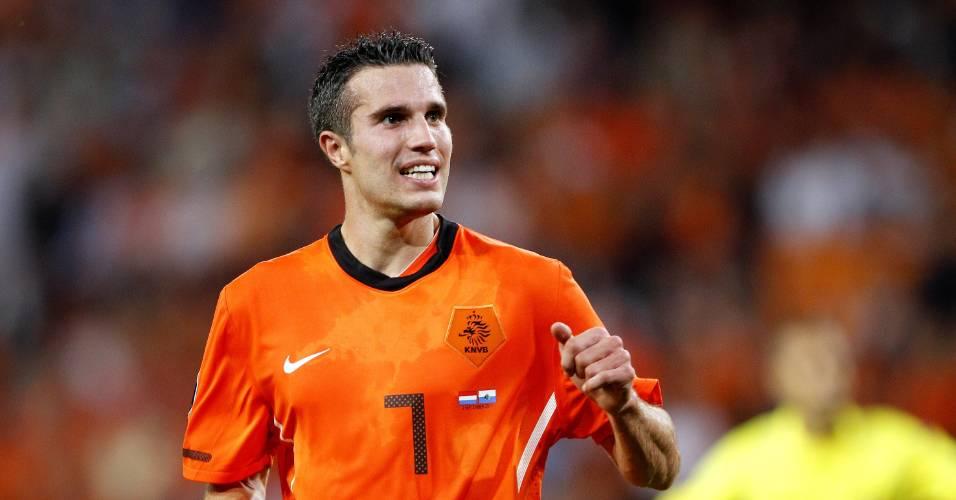 Van Persie comemora ao marcar pela Holanda
