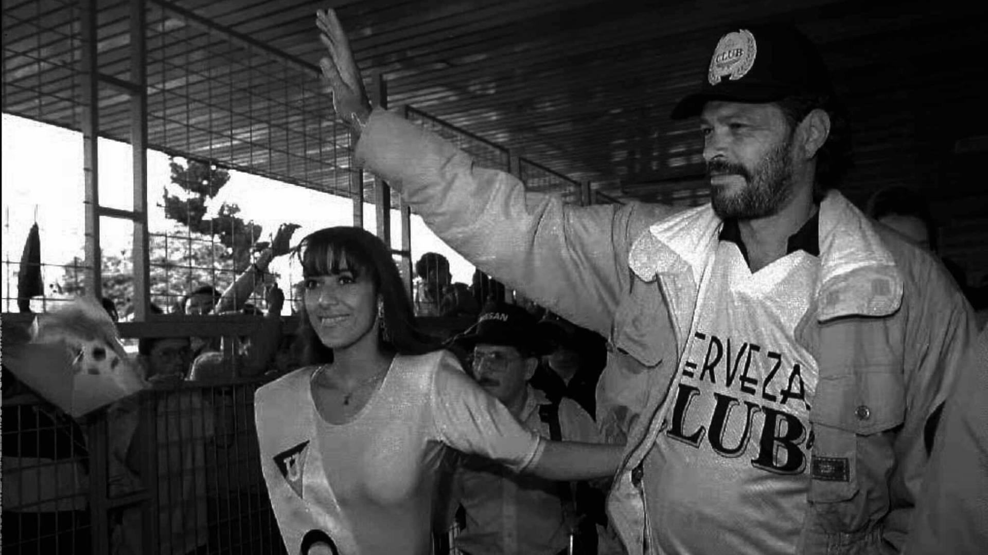 Sócrates é recebido em Quito com festa, em fevereiro de 1996, depois de fechar contrato com a Liga Universitária