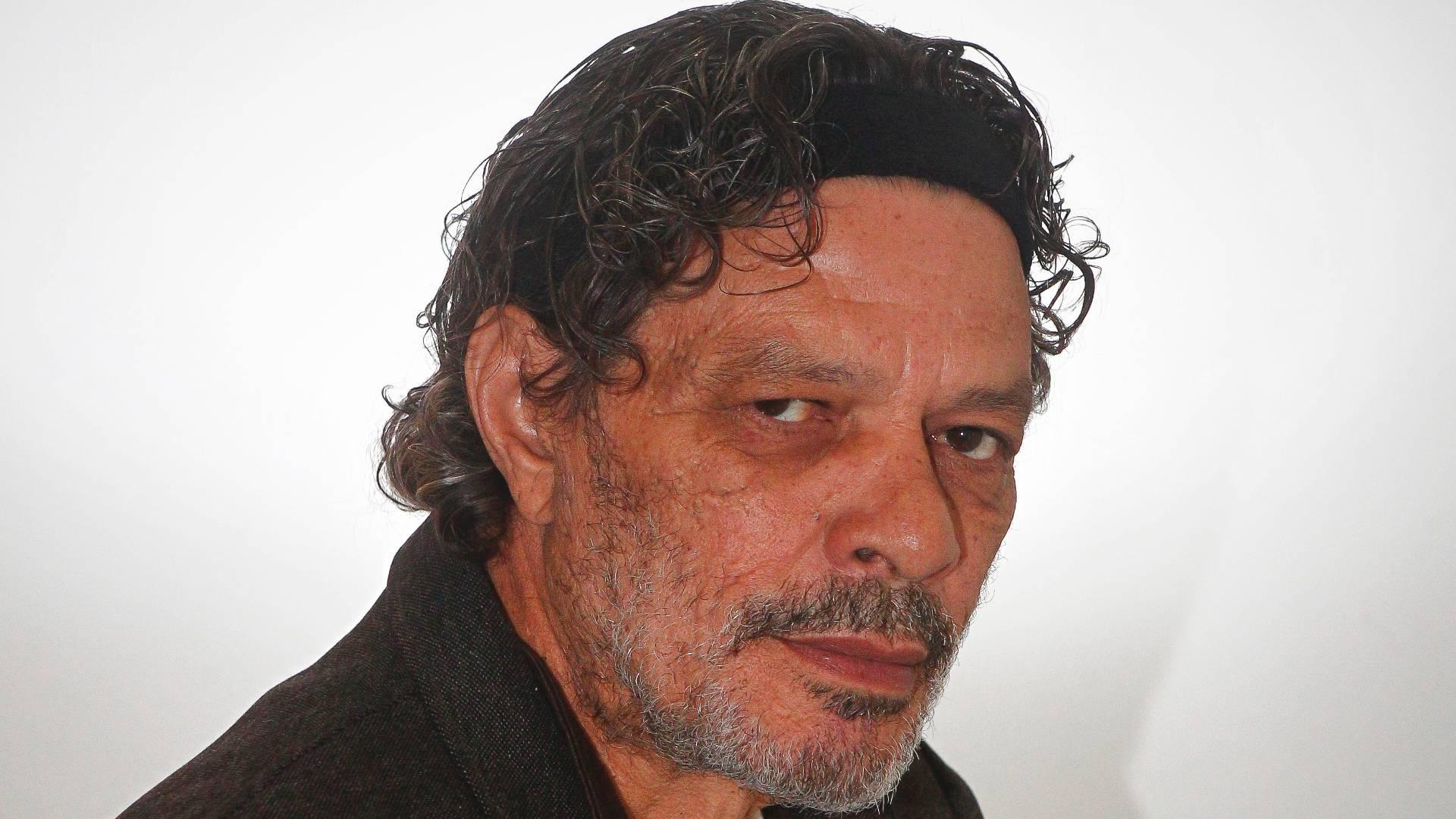 Sócrates posa para foto, em agosto de 2011, em São Paulo (SP). No período, o ídolo do Corinthians e da seleção brasileira trabalhava na TV Cultura, no jornal