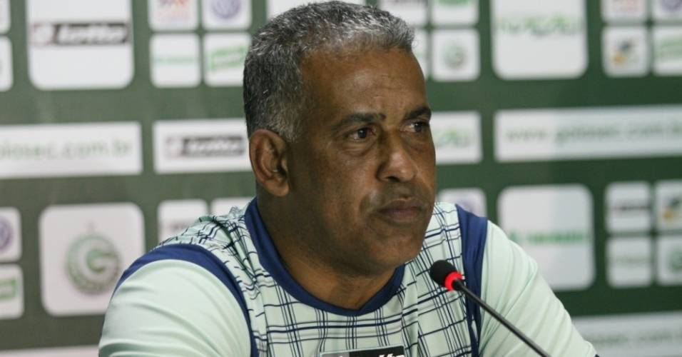 Ademir Fonseca concede primeira entrevista coletiva como técnico do Goiás (6/09/2011)