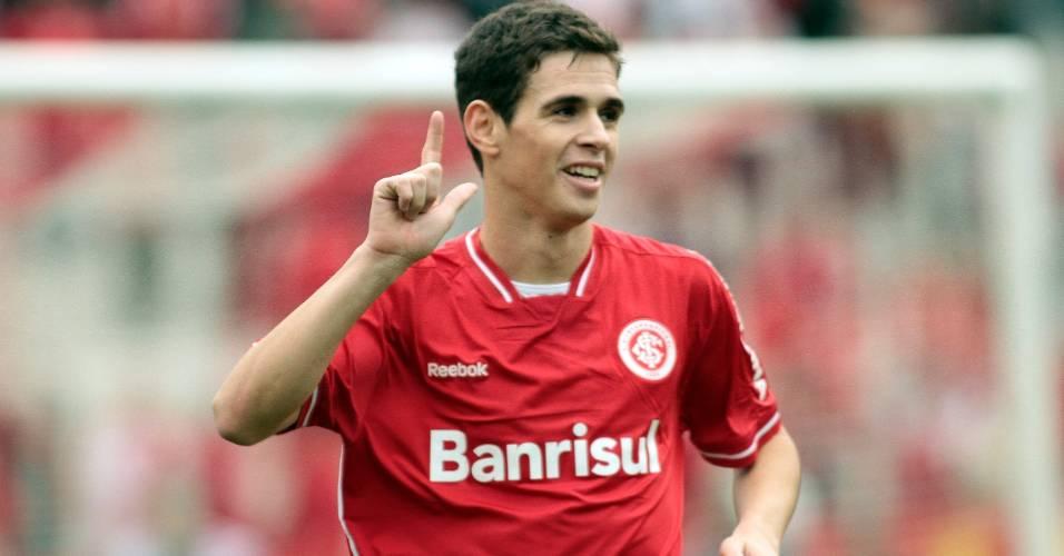 Meia Oscar comemora gol marcado pelo Inter em cima do América-MG (07/09/11)