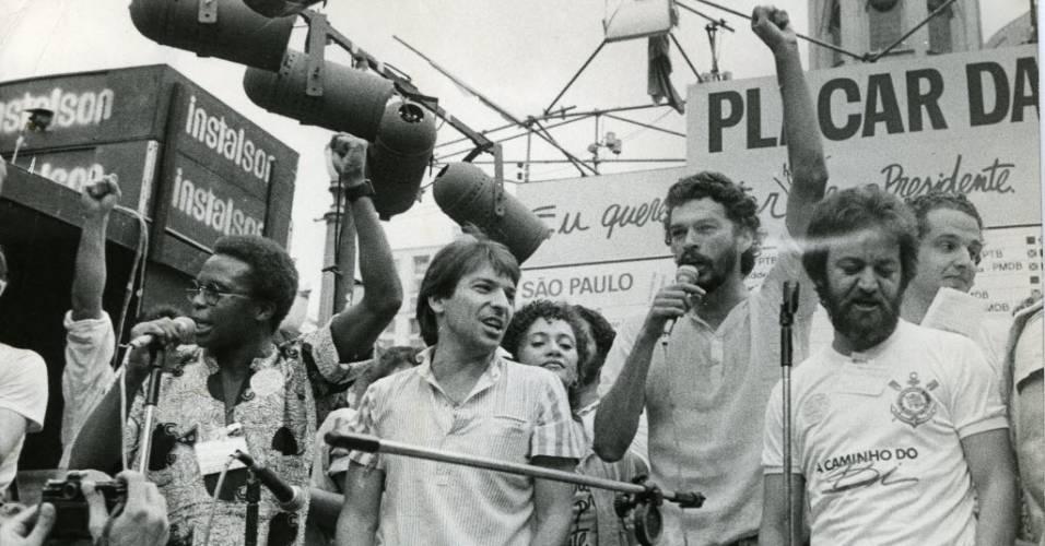 Sócrates, Vladimir e Juca Kfouri em comício