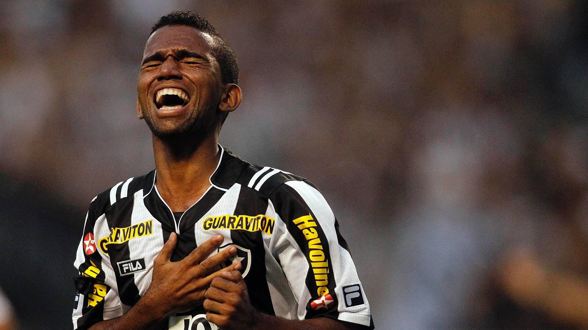 c1a3ad796d Botafogo desmente rumores de que meia Cidinho poderia ser emprestado para o  Ceará - 04 01 2012 - UOL Esporte