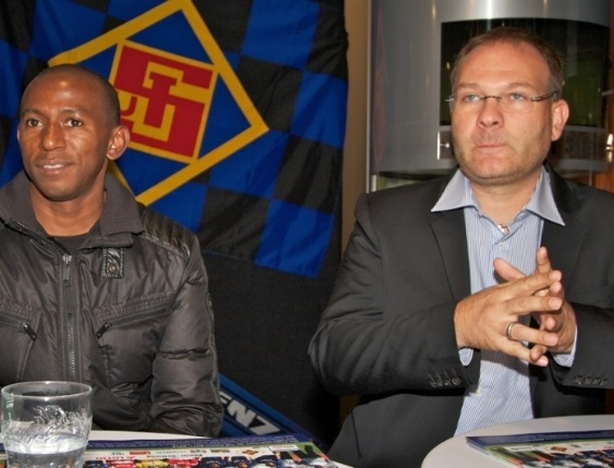 Mineiro foi apresentado nesta sexta-feira pelo novo clube, no qual chega com status de estrela