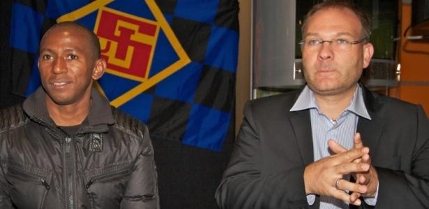 Mineiro foi apresentado nesta sexta-feira pelo novo clube na Alemanha